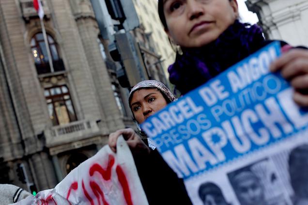 Trasladan a hospital a comuneros mapuche en huelga de hambre