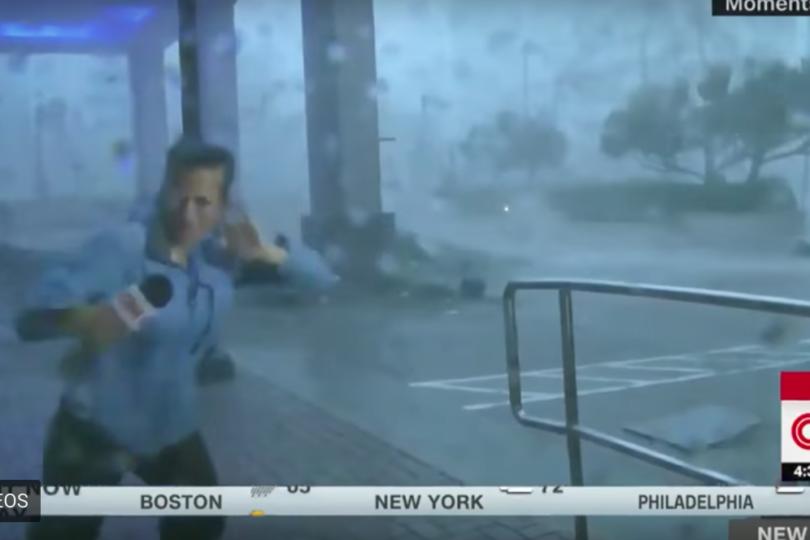 VIDEO   Periodista casi sale volando en despacho desde huracán María