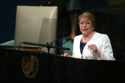 Bachelet anuncia ante la ONU proyecto para prohibir bolsas plásticas en ciudades costeras