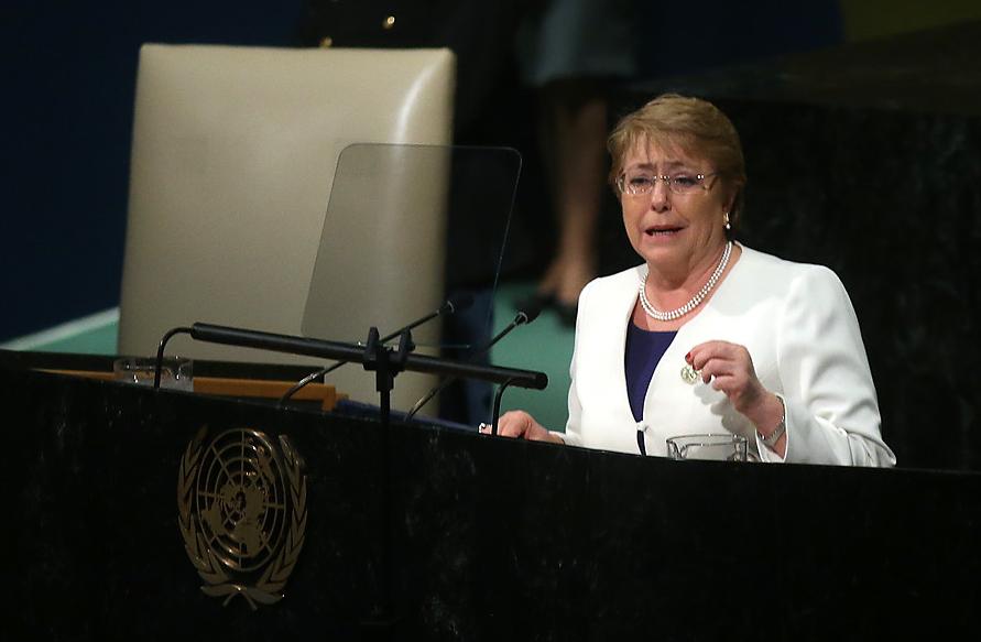 """""""Bachelet anuncia ante la ONU proyecto para prohibir bolsas plásticas en ciudades costeras"""""""