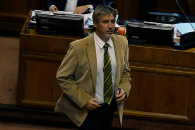 SQM: Fiscalía pide desafuero de Rossi y detalla sus nexos con Contesse