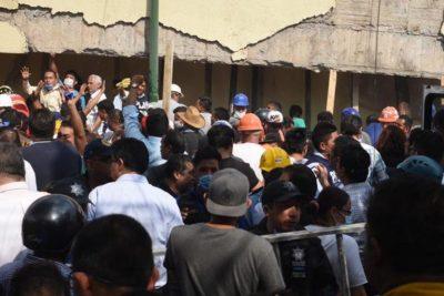 VIDEOS | Dramático rescate de niños atrapados en derrumbe de colegio en México: 32 muertos