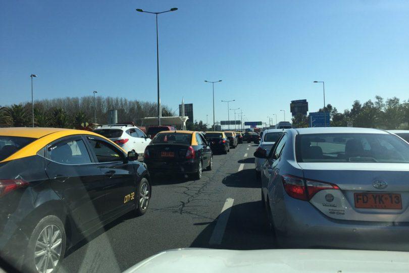 FOTOS |Taxistas bloquean accesos del aeropuerto: UOCT alerta sobre trastornos para pasajeros