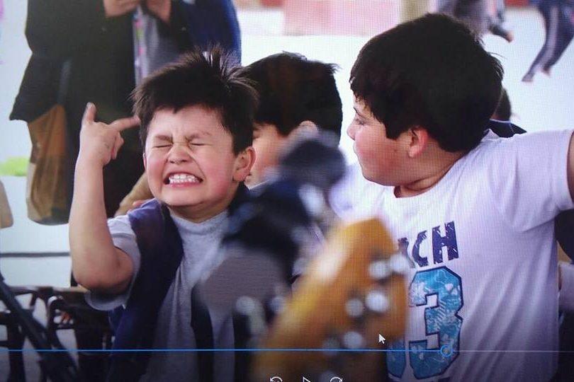 """VIDEO   El punk no ha muerto: así reaccionan escolares al escuchar """"Los Peores de Chile"""""""