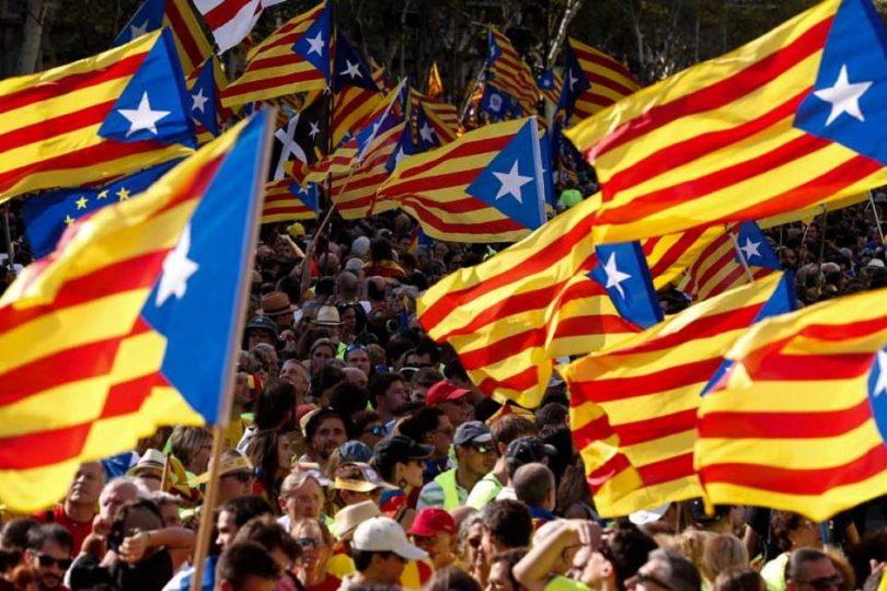 Puigdemont suspende la independencia de Cataluña para dialogar con el Gobierno