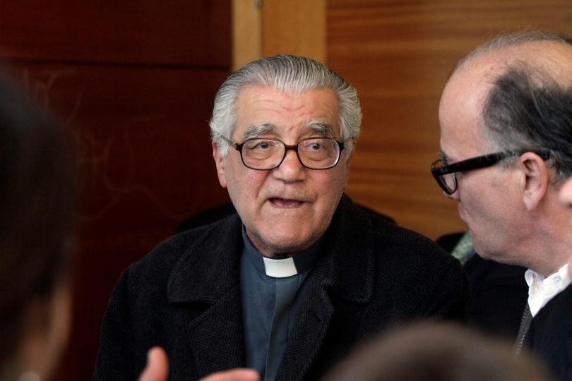 Sacerdote Raúl Hasbún enfrenta querella por homicidio por asesinato de trabajador en 1973