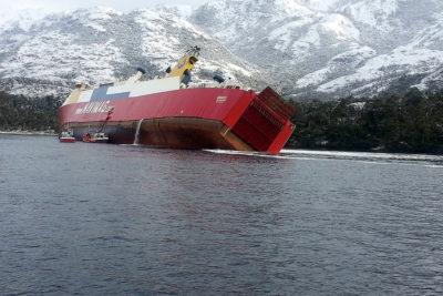 Tripulantes de ferry condenados a pagar $4 millones por contaminación aguas en Puerto Natales