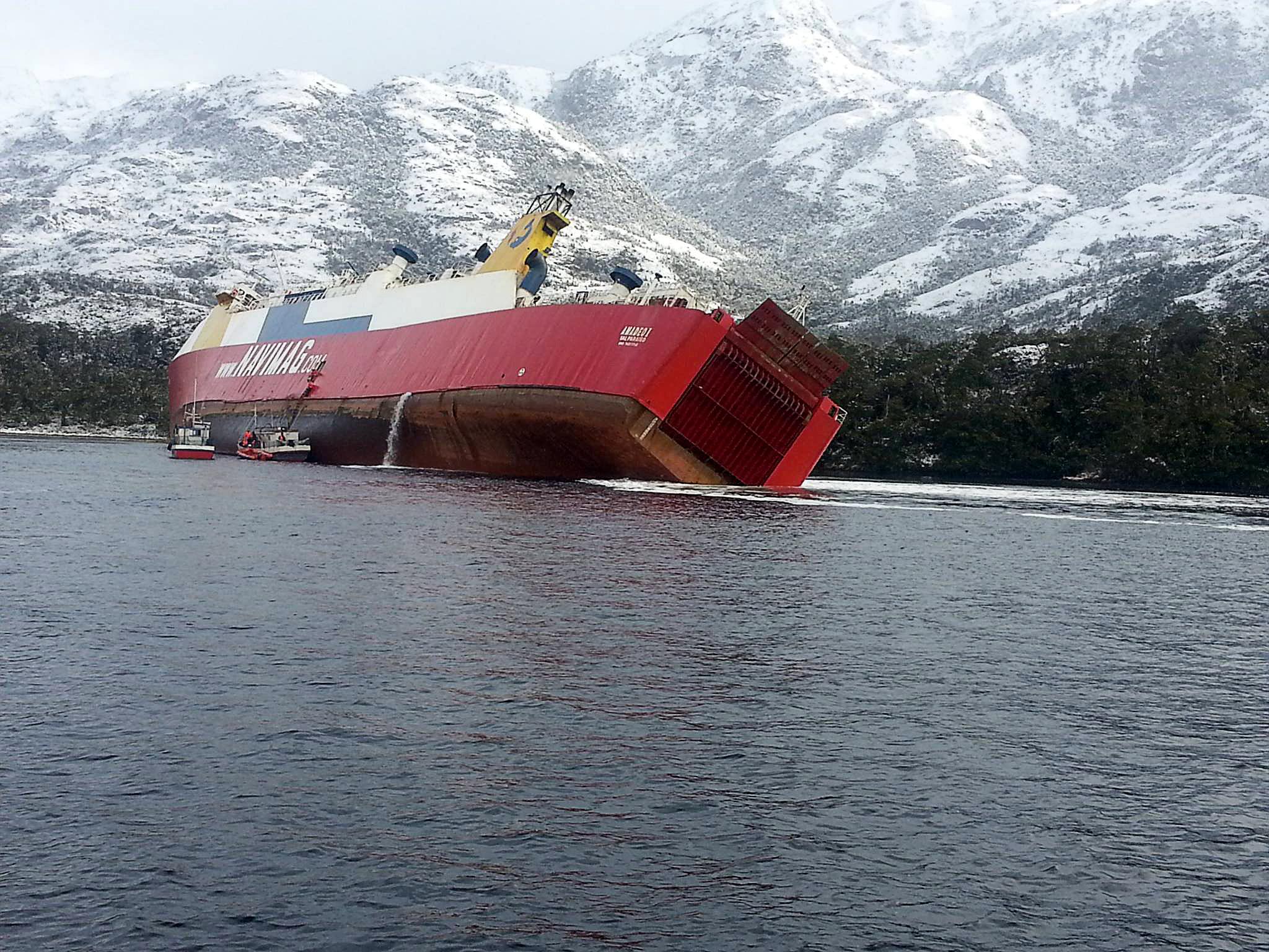 """""""Tripulantes de ferry condenados a pagar $4 millones por contaminación aguas en Puerto Natales"""""""
