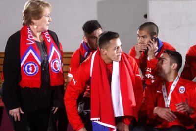 Bachelet viajaría a Sao Paulo para apoyar a Chile en partido ante Brasil