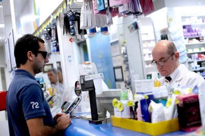 ISP clausura siete farmacias por incentivar venta de los medicamentos más caros