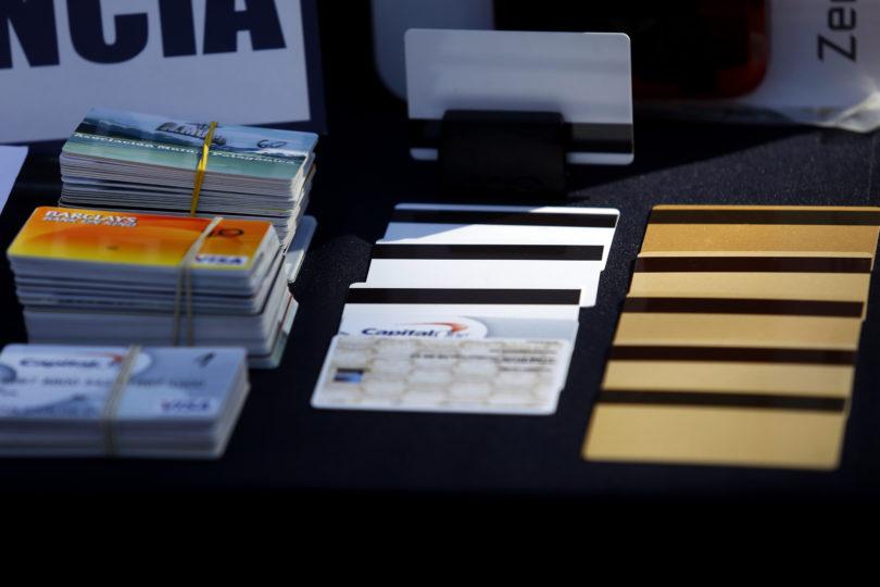 Extranjeros condenados por clonación de tarjetas son expulsados de Chile
