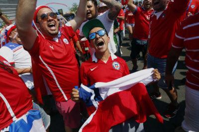 Duelo poderoso: Luksic y Farkas prometen regalos para el partido Chile-Ecuador