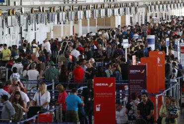 Aeropuerto de Santiago deberá pagar $89 millones a dos familias por graves lesiones ocasionadas por el 27F