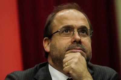 """Undurraga acusa al gobierno de Piñera de """"hacerse el leso"""" con puente Cau Cau tras rechazo de sobreseimiento"""