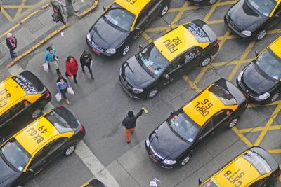 Taxista abandonó a pasajera que estaba en trabajo de parto y debió dar a luz en la calle