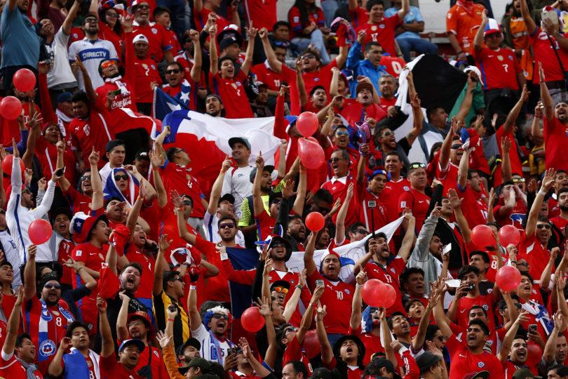 FIFA sanciona a Chile por cantos homofóbicos de hinchas de la Roja