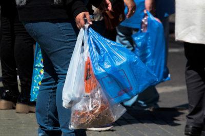 Fin a las bolsas en Chile: experto desmitifica predicciones del gremio del plástico