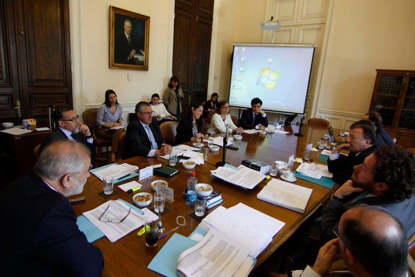 Comisión de Hacienda aprueba exención de impuestos a quienes financien venida del Papa