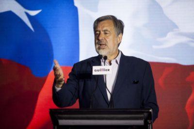 Alejandro Guillier y el Frente Amplio se alinean con el Gobierno para defender campaña que incentiva a votar