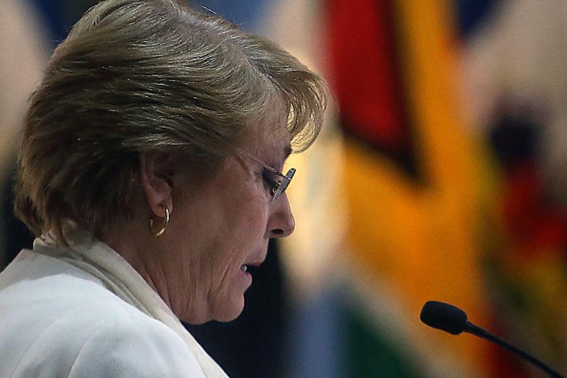 """""""Es fácil con la billetera llena"""": Bachelet lanza indirecta a la derecha por su postura en gratuidad en la educación"""
