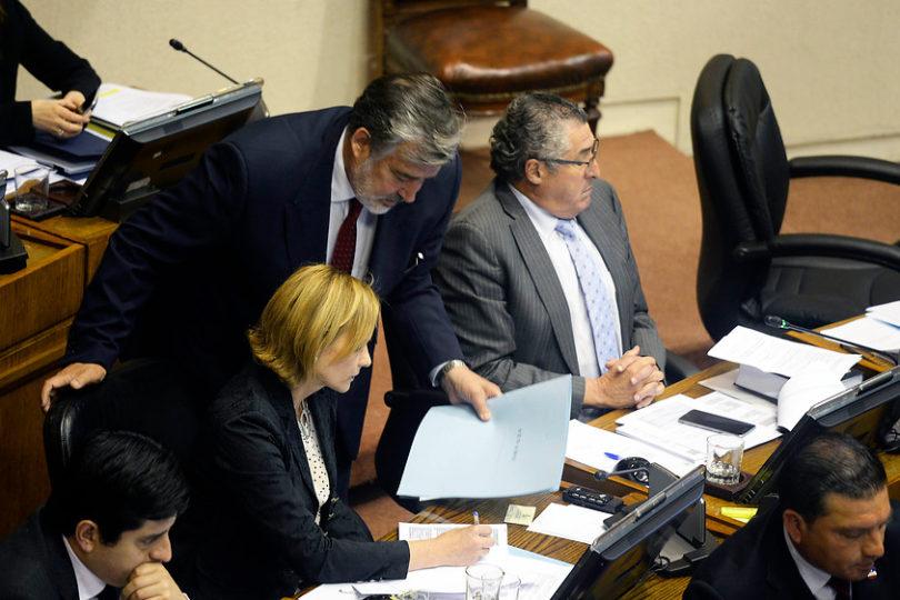 Alejandro Guillier y Carolina Goic se enfrentan por proyecto de capitalización de TVN