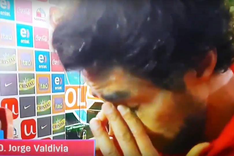 VIDEO  Lágrimas de alegría: Jorge Valdivia se quiebra durante entrevista tras ser figura de la Roja