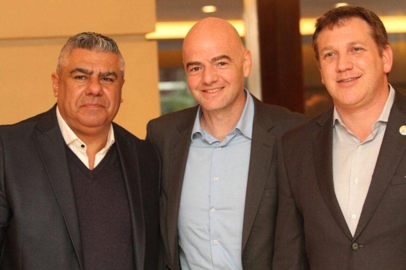 Todo sea por clasificar: presidentes de FIFA y Conmebol visitan Argentina a horas del duelo con Perú