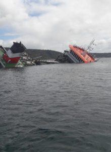 VIDEO |  Alerta ambiental por hundimiento de buque con 60 mil litros de petróleo en Chonchi