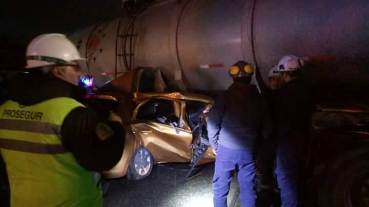 FOTOS + VIDEO |Violento choque entre camión y vehículo particular dejó dos muertos en Coronel