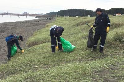 Voluntarios recogen 500 kilos de basura de Caleta Lenga
