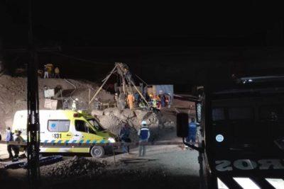 Logran rescatar con vida a mineros atrapados en yacimiento de Taltal