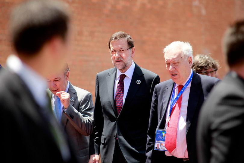 Rajoy destituye a gobierno catalán y llama a elecciones