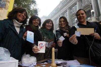 Mujeres debaten sobre contenidos que deberían incluirse en una nueva Constitución