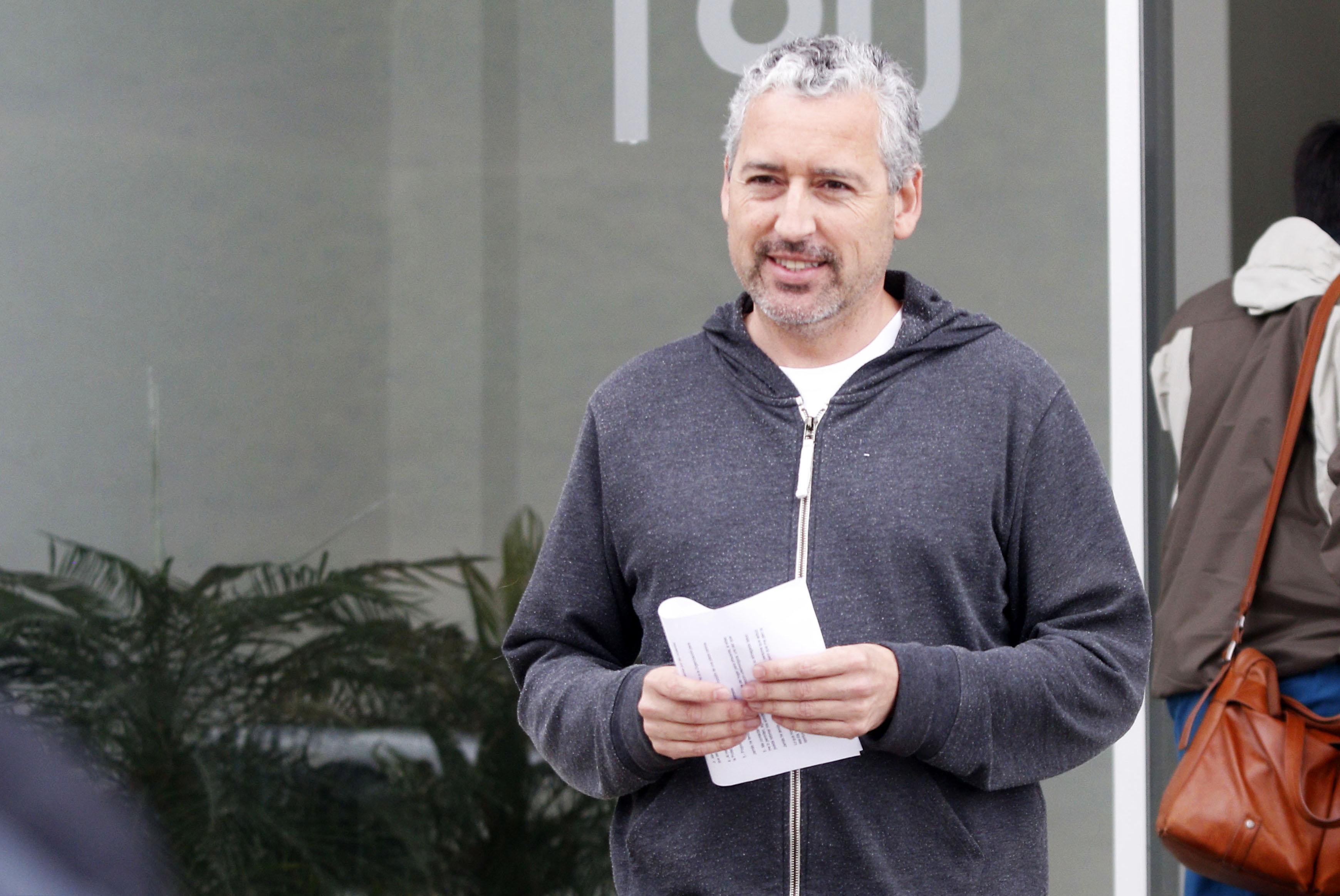 """""""Carlos Schiappacasse: el polémico oftalmólogo viñamarino que ahora quiere cambiar el color de los ojos de los chilenos"""""""