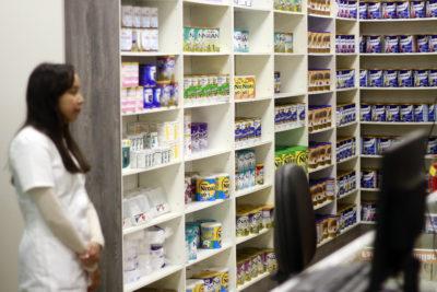 Laboratorios internacionales denuncian a farmacias de vender medicamentos al doble del precio original