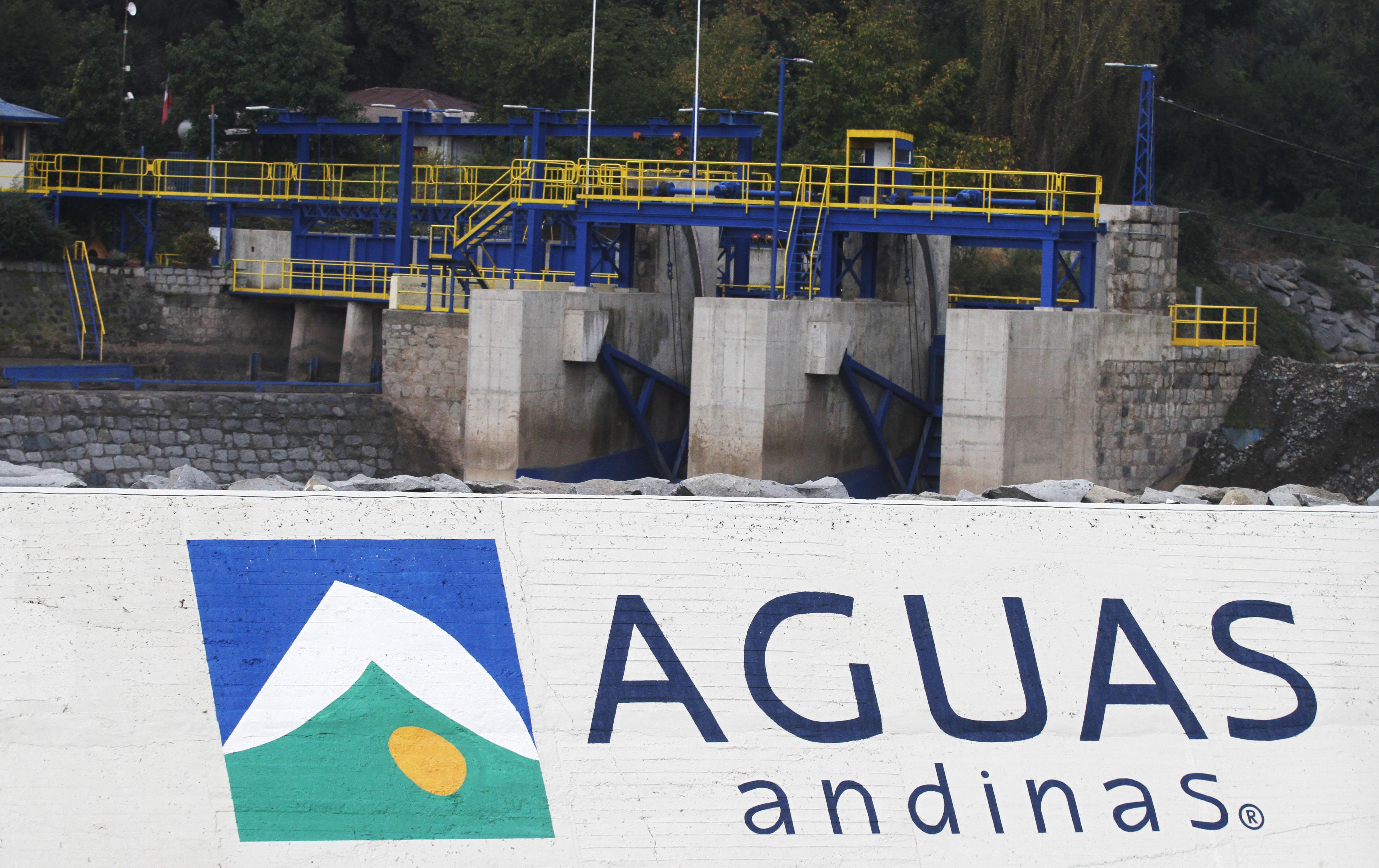"""""""Justicia rebaja multa a Aguas Andinas por masivo corte de agua en Santiago: solo pagará $ 76 millones"""""""
