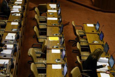 Parlamentarios aumentan en 228 mil pesos su sueldo con reajuste al sector público