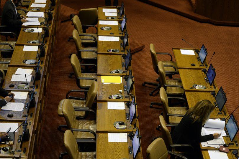Multa por atraso: diputados Sabag, Calisto y Coloma son los que llegan más tarde al Congreso