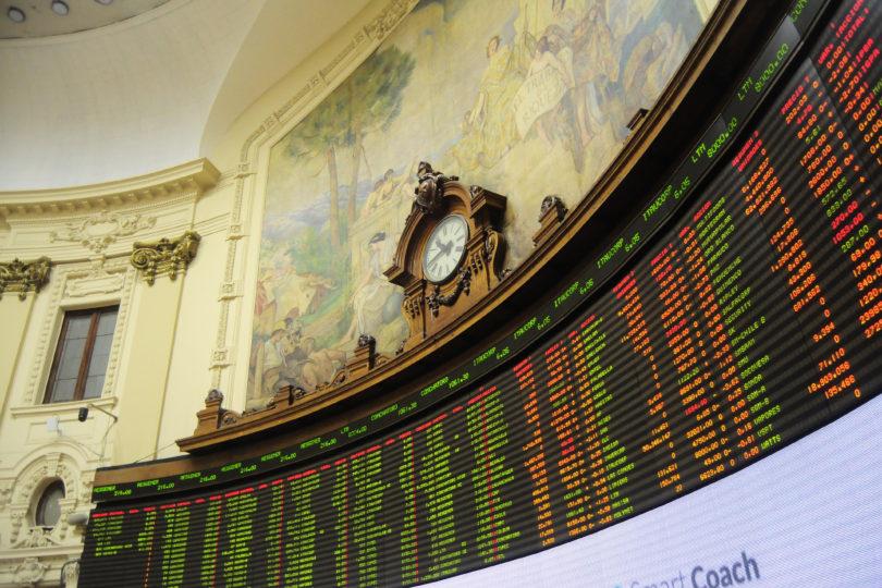 Bolsa de Santiago se desploma y roza su peor nivel en casi 20 años