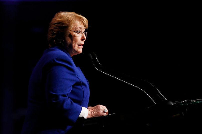 """Bachelet llama a votar por quien """"va a garantizar que crecer no sea a costa de perder derechos sociales"""""""