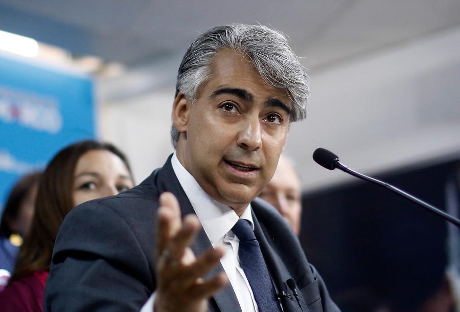 """Marco Enríquez-Ominami: """"Si Chile fuera un auto, Piñera se lo lleva para la casa y Guillier no lo sabría manejar"""""""