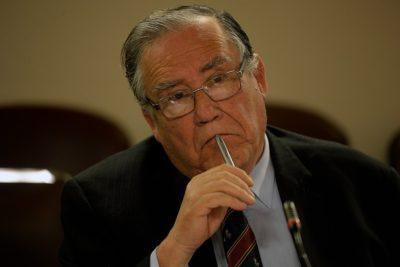 """Ministro Campos a familiares de DD.DD.: """"Jamás he estado a favor de mantener cárceles especiales"""""""