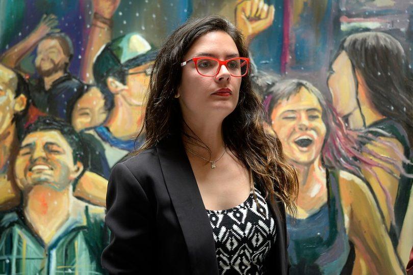 """Camila Vallejo a El País: """"Tenemos el deber histórico de no permitir un nuevo gobierno de Piñera"""""""