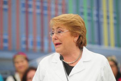 """Bachelet hace llamado a """"respetar y defender"""" el derecho de vivir de las personas trans"""