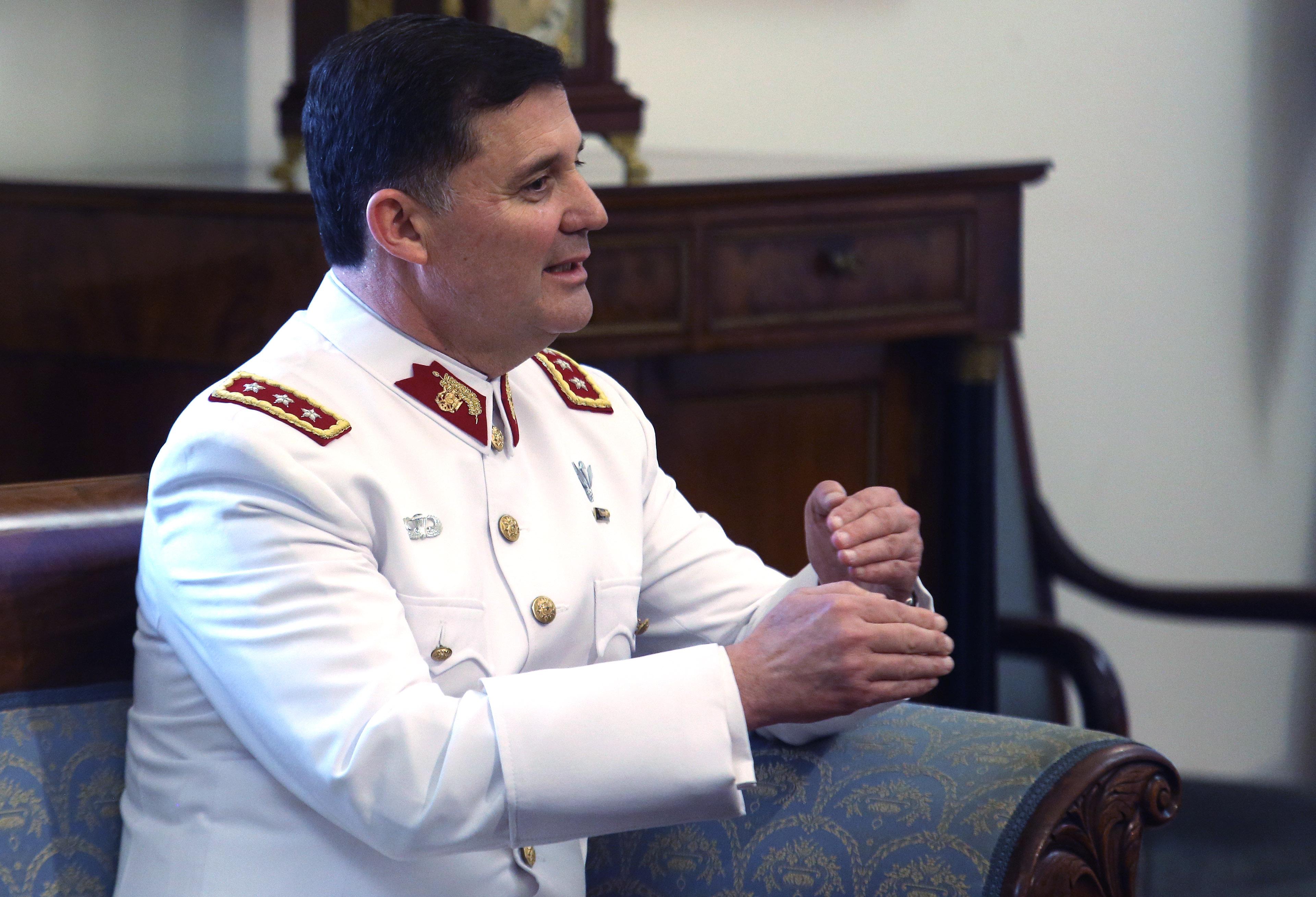 Nuevo comandante en jefe del Ejército firmó informe de quema de archivos de la CNI