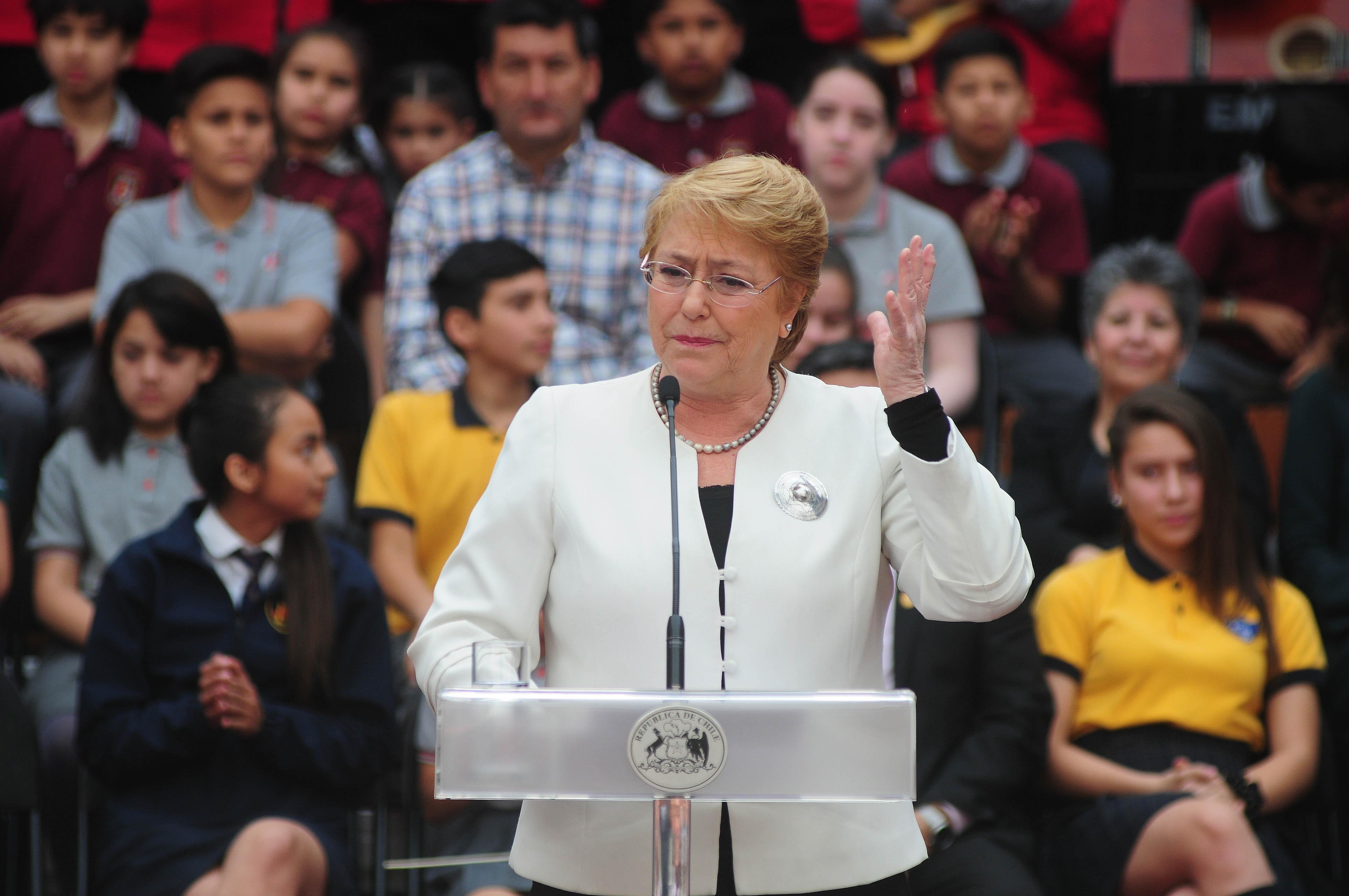 """""""Bachelet descarta intervencionismo por uso de Metro gratis y buses en zonas rurales"""""""
