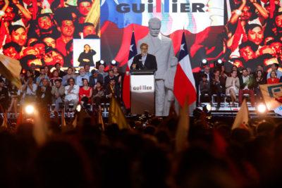 """Alejandro Guillier 'saca al pizarrón' a Piñera: """"Él entregó el país en caída, que no juegue con los números"""""""