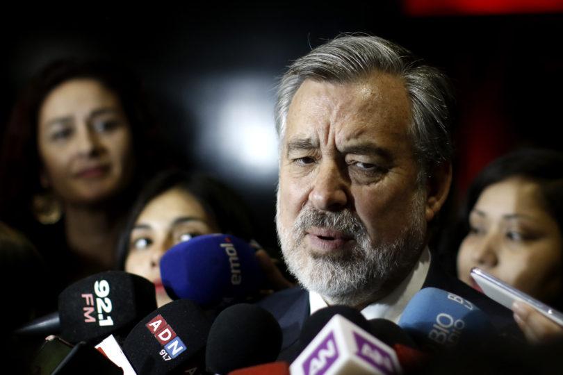 """Guillier: """"Las dos veces que me he defendido de Piñera se hace un escándalo nacional"""""""