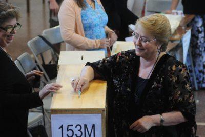"""Bachelet y voto en el extranjero: """"La misma oposición que no quería, resulta que hay lugares en donde ganó Piñera"""""""