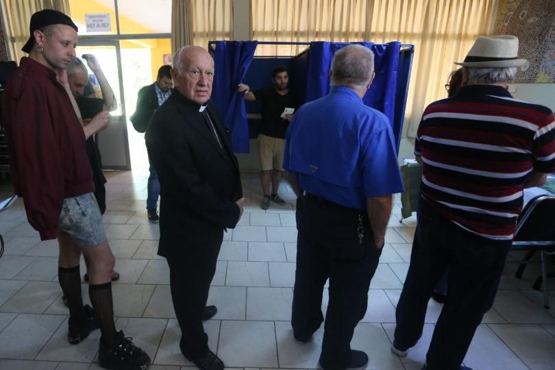 Fotos para enmarcar: la democracia juntó al cardenal Ezzati con reconocida drag queen